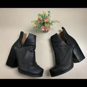 Jeffrey Campbell Black leather Chelsea boots
